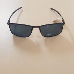 """Brand new Oakley sunglasses """"Conductor 6"""" Polarize"""